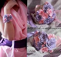 Браслет на руку с цветами ручной работы. Фиолетово-розовые розочки