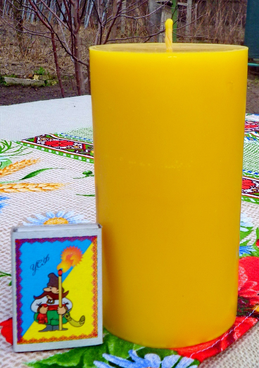 Цилиндрическая восковая свеча D68-130мм из натурального пчелиного воска