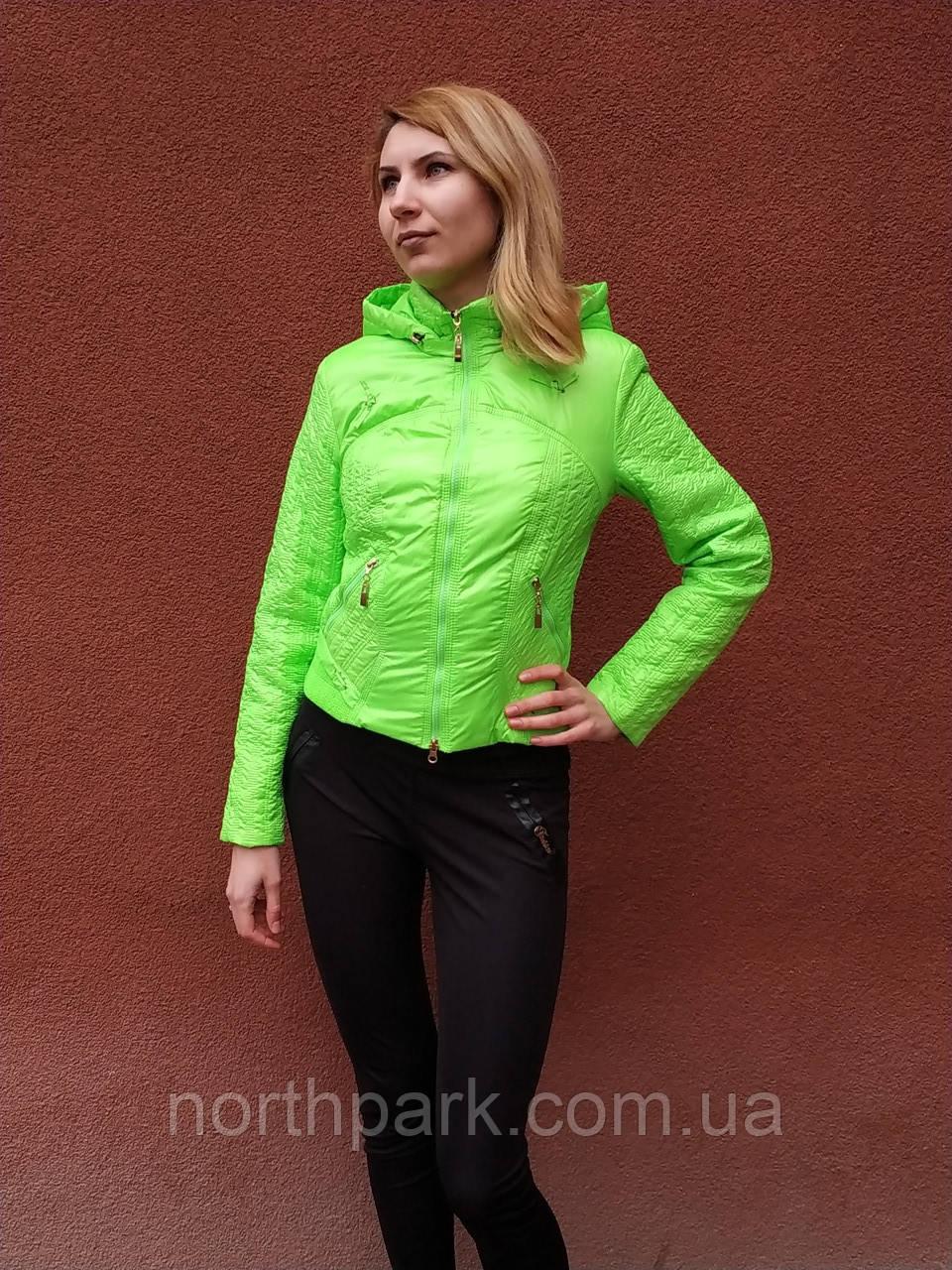Яркая женская куртка на весну, салатовая