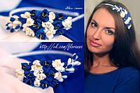 Обруч для волос с цветами. Бело-синие фрезии