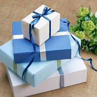 Подарункові коробки і пакети