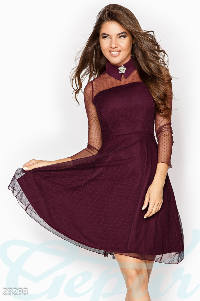 Бордовое платье с контрастным воротником