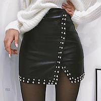 Женская стильная юбка на запах из эко-кожи с заклепками черная, фото 1