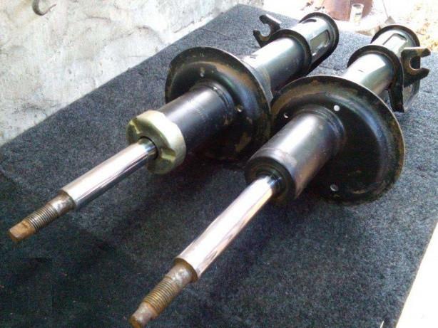 Амортизатор передний голый левый ВАЗ 2108 2109 21099 2113 2114 2115 передняя стойка бу