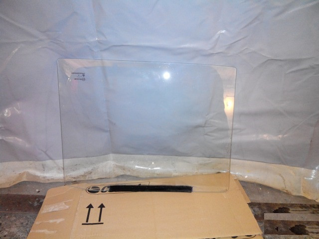 Стекло опускное заднее левое ВАЗ 2105 2107 в заднюю дверь бу
