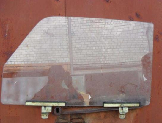 Скло опускное переднє ліве ВАЗ 2104 2105 2107 водійське в передні двері бу