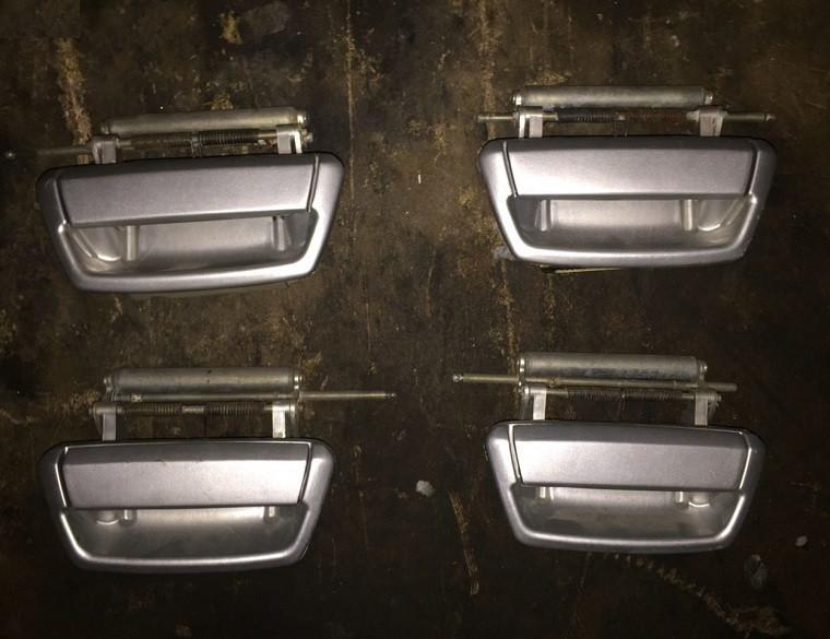 Ручка двери наружная передняя левая ГАЗ Волга 31105 бу