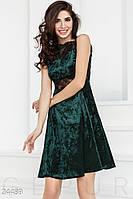 Изумрудное платье А-силуета из бархата с кружевными вставками