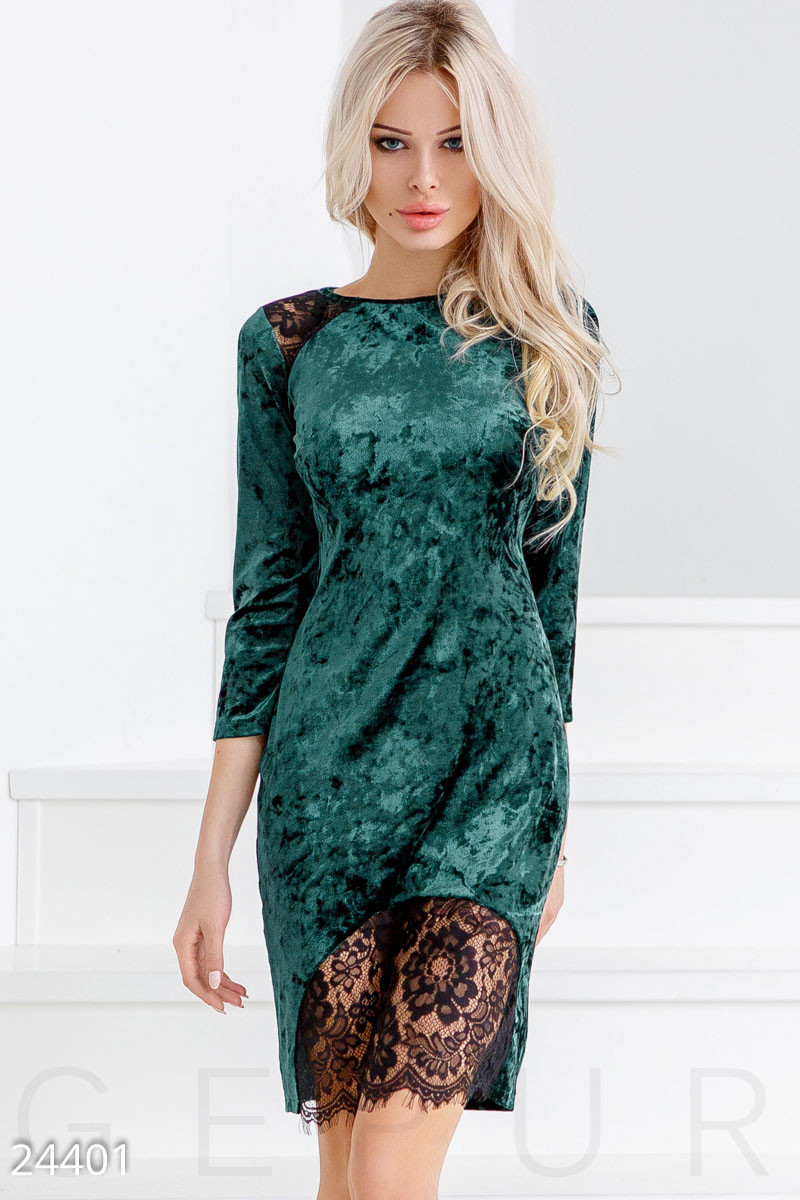 Бархатное платье с кружевной отделкой изумрудное
