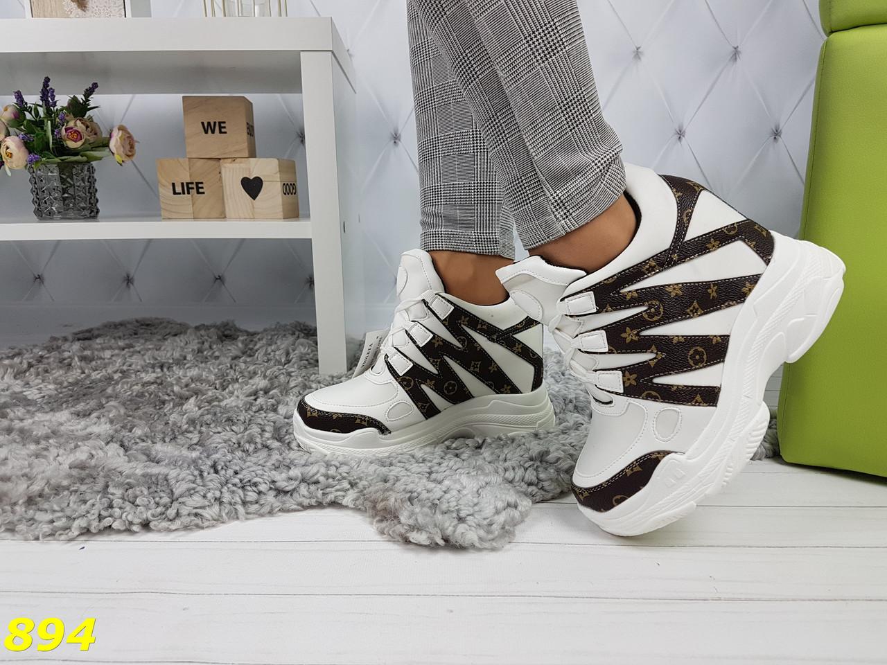 Сникерсы кроссовки на платформе с танкеткой белые в стиле LV