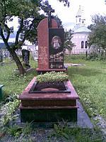Двухцветный комплекс из гранита. Памятник для одной персоны