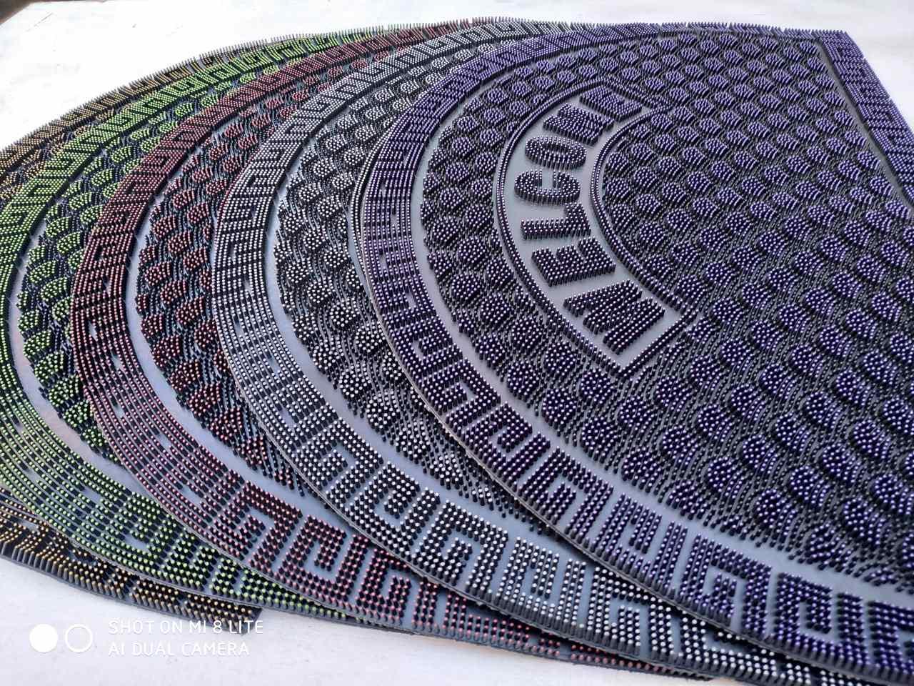 Придверный коврик цветной резиновый полукруглый 45х75 см