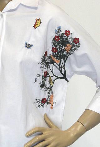 Жіноча біла блузка з принтом і вишивкою KTN, фото 2