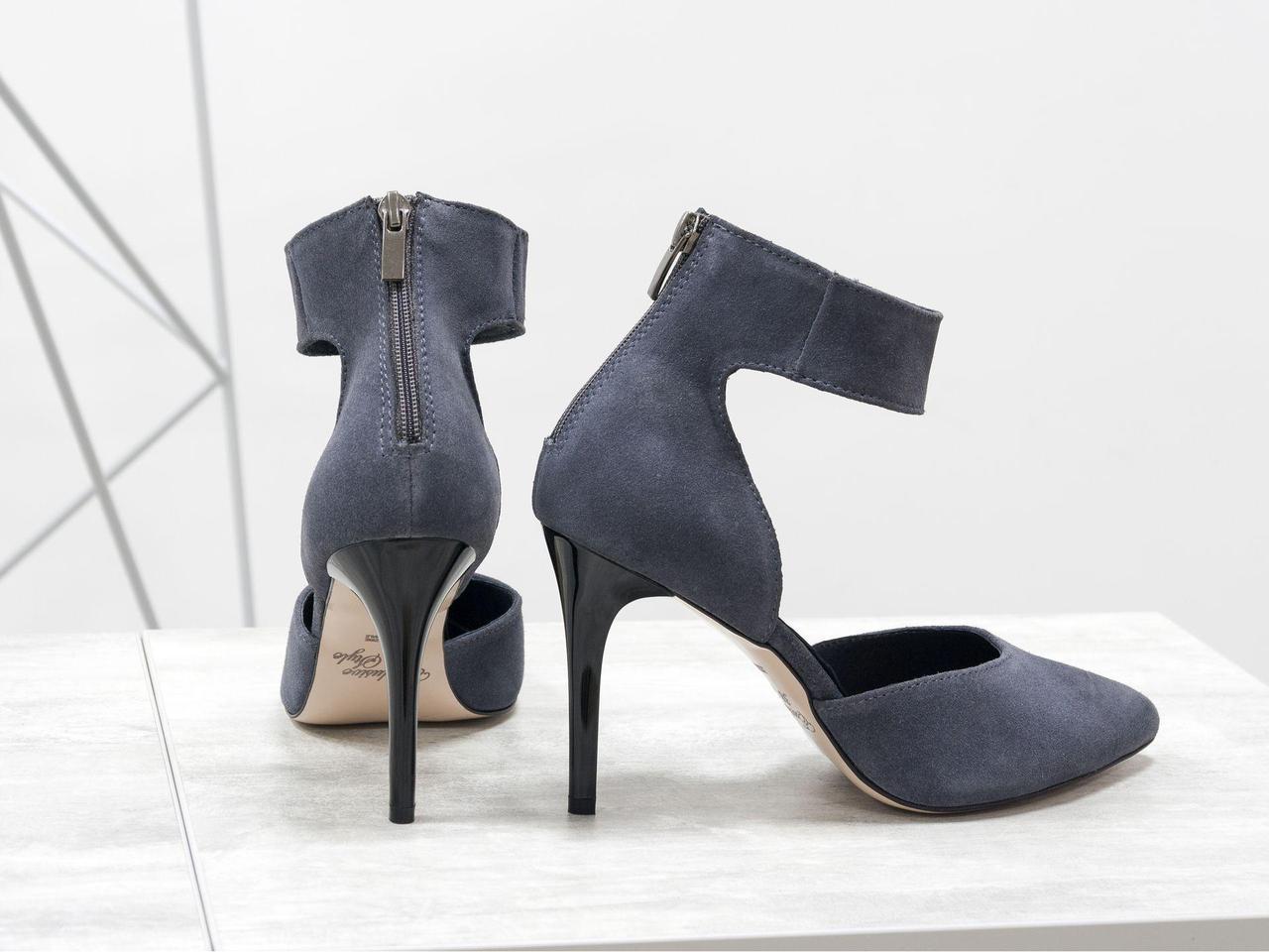 Женские туфли с ремешком на щиколотке, выполнены из натуральной замши серого цвета