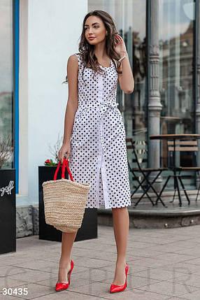 Красивое платье миди по фигуре на широких бретелях с поясом в горошек белое, фото 2