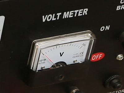 Аналоговый вольтметр генератора Iron Angel EG 8000 E