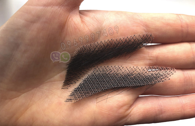 Накладные брови на руке