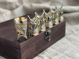 """Набор бронзовых чарок в подарок рыбаку """"Царский улов"""" 6 штук, в кейсе из натурального дерева"""