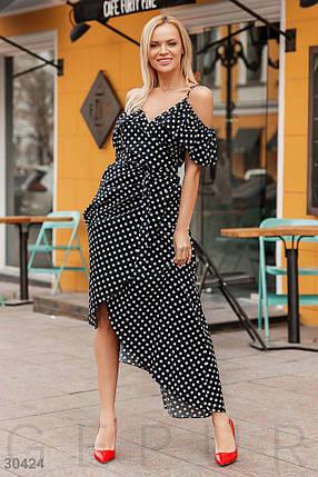 Красивое платье длинное на запах на регулируемых бретелях с воланами горох черного цвета, фото 2