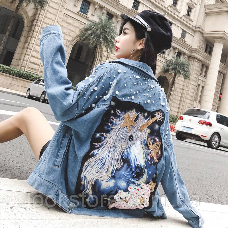 Женская джинсовая куртка джинсовка Horse с жемчугом и рисунком на спине синяя
