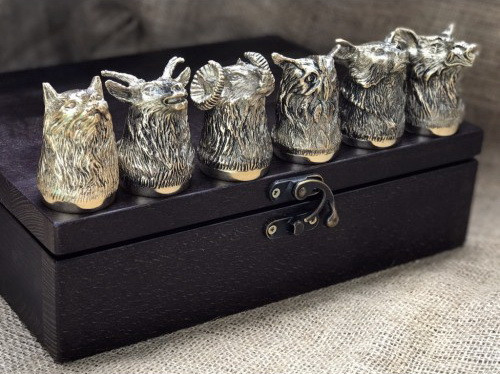 """Набор бронзовых чарок ручной работы """"Охотничьи"""" 6 штук, в кейсе из натурального дерева"""