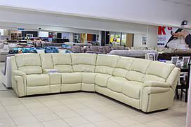 Угловой диван из натуральной кожи с двумя электрическими реклайнерами и раскладным механизмом
