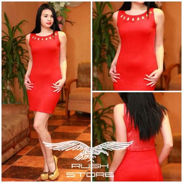 Платье с гипюровой спиной