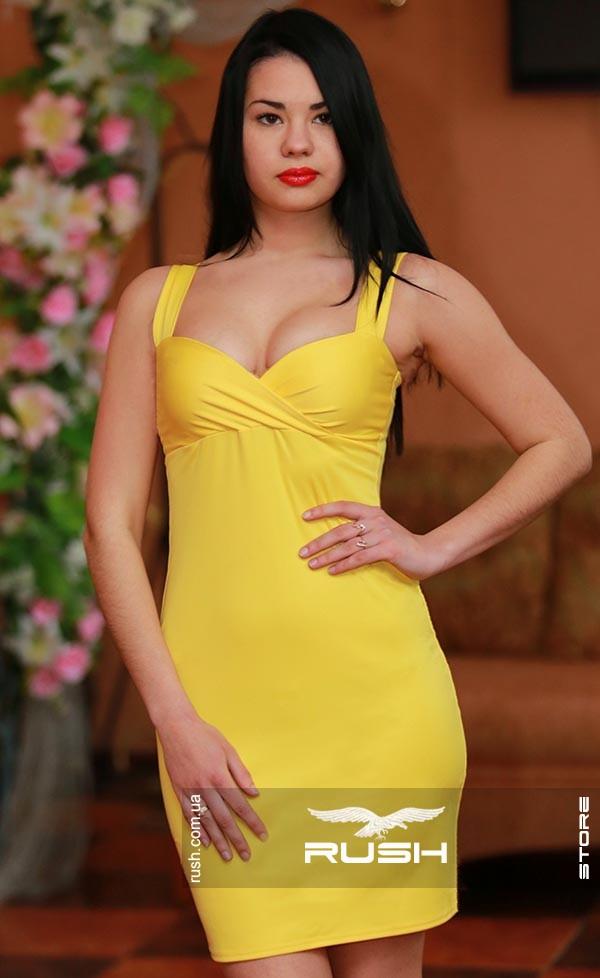 Красивое коктейльное платье с декольте
