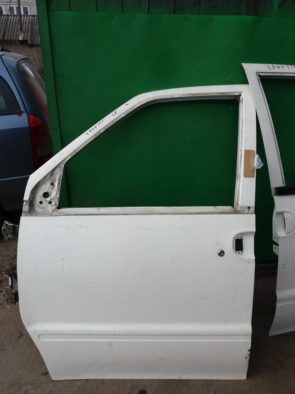 Двері передня для Nissan Vanette Serena