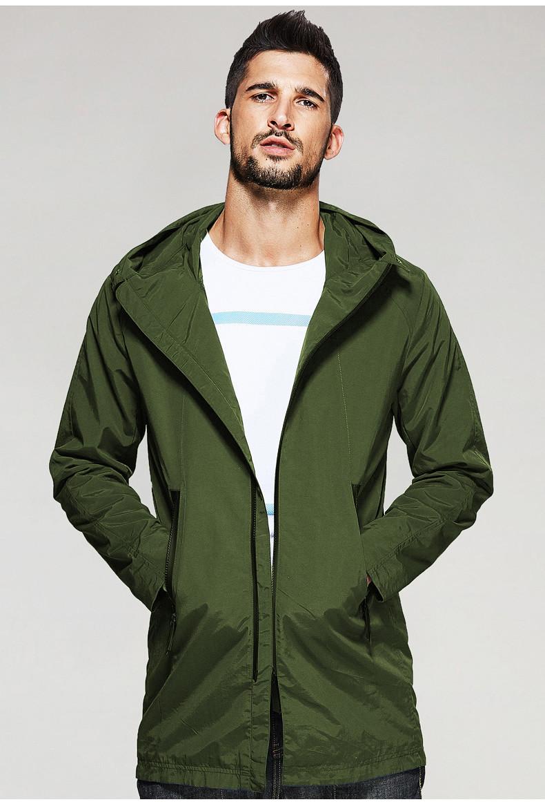 Чоловіча куртка вітровка з капюшоном оливкового кольору