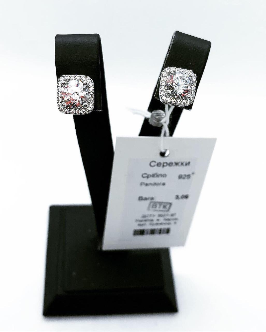Серьги гвоздики из серебра с камнями Swarovski