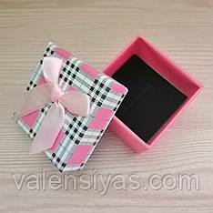 Подарочная коробочка для кольца розовая клетка