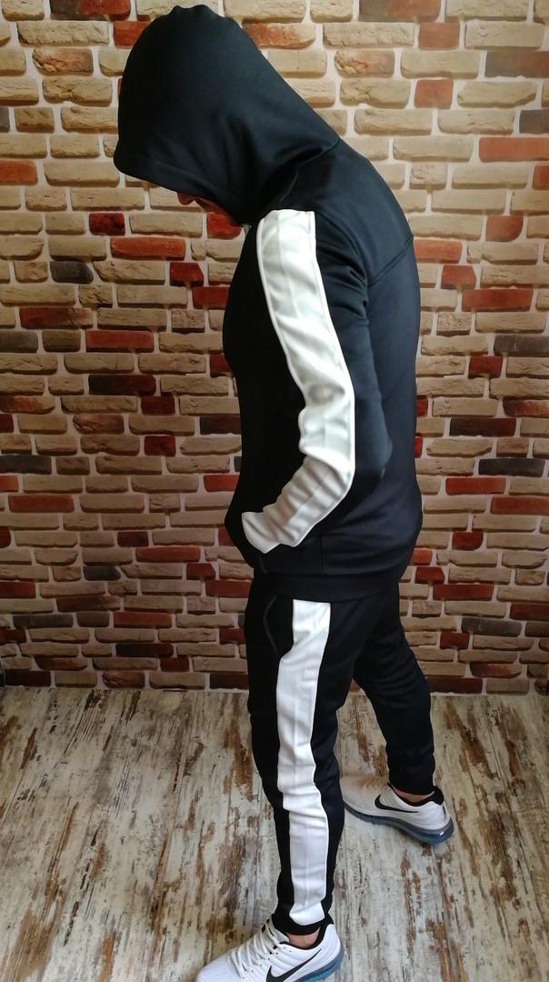 Мужской спортивный костюм с капюшоном черный с белыми лампасами