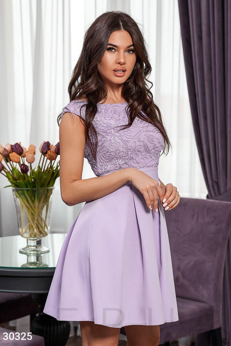 Коротке плаття з вирізом на спині і розкльошеною спідницею бузкове