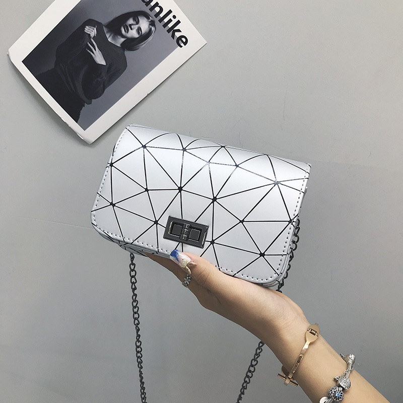 Женская серая сумка геометрия