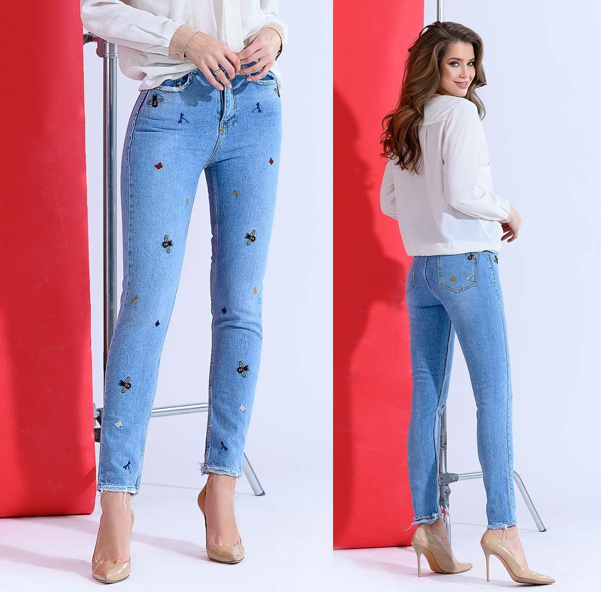 """Стильные женские джинсы МОМ с вышивкой """"1809"""""""