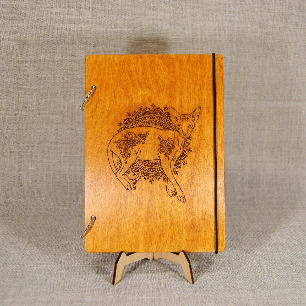 Скетчбук A5. Деревянный блокнот с котом.