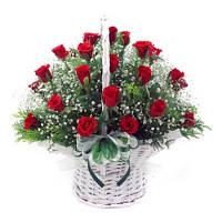 Корзинка  с красной розой  19шт