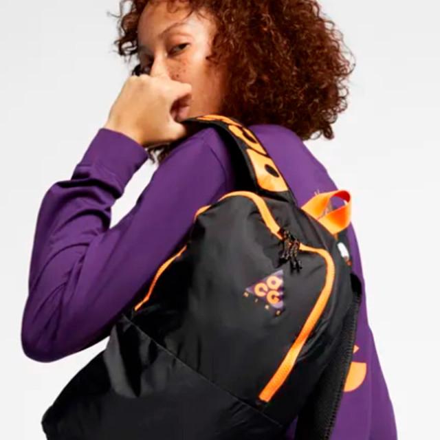 Рюкзак Nike ACG Packable   с девушкой