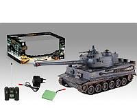 Серый военный танк с танкистом игрушка на радиоуправлении на аккумуляторах в коробке