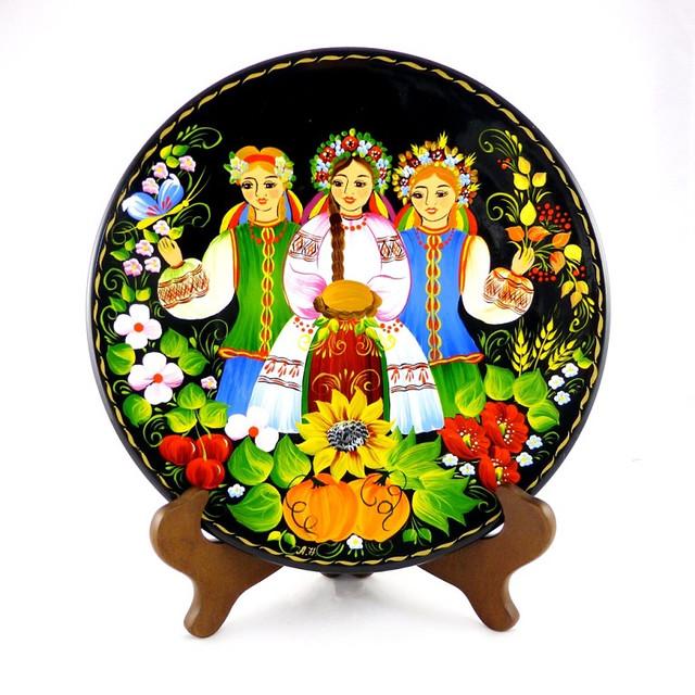 Декоративные тарелки с петриковской розписью