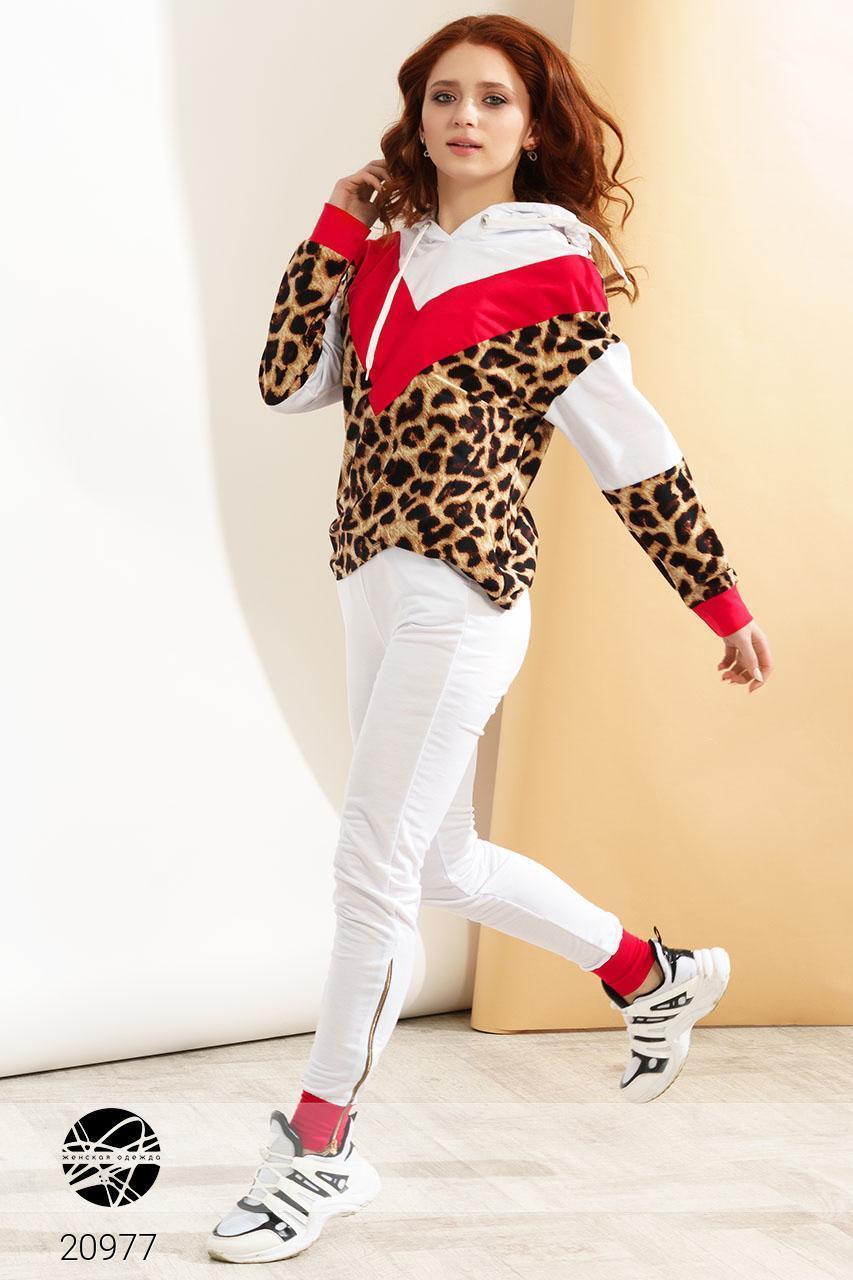 Молодежный женский спортивный костюм с леопардовым принтом: кофта с капюшоном и штаны со змейками внизу