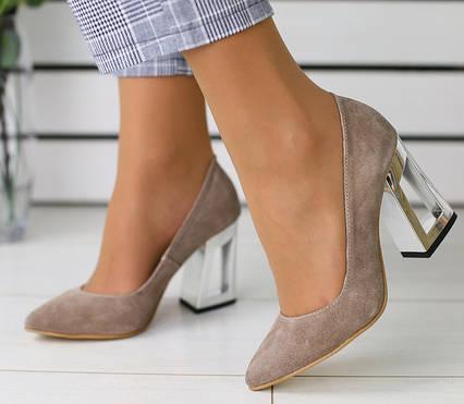 Модные туфли лодочки на каблуке натуральный замш бежевые