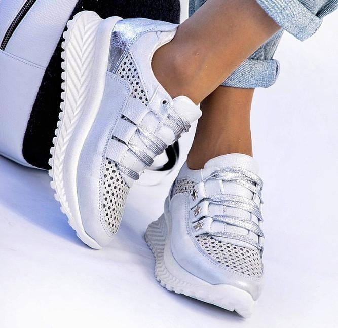Кроссовки с перфорацией на подошве косичкой серые с серебром
