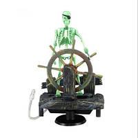 Экшн декор для аквариума Скелет у руля