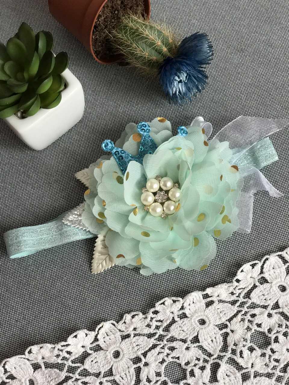 Повязка ручной работы с цветком и короной голубая