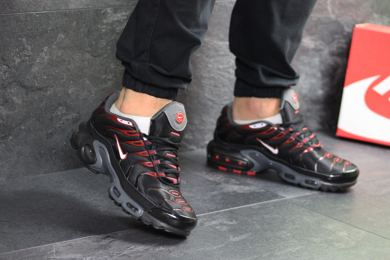 Мужские кроссовки Nike Air Max Tn (черно-красные)
