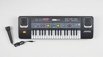 Детский синтезатор (37 клавиш) с микрофоном.