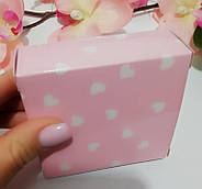 Картонная коробочка Белые сердца