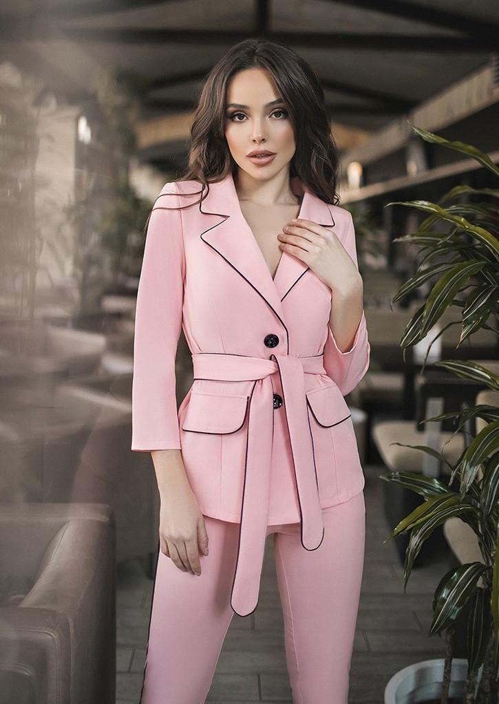 b52fb339319 Женский брючный костюм (пиджак и брюки). Пудра